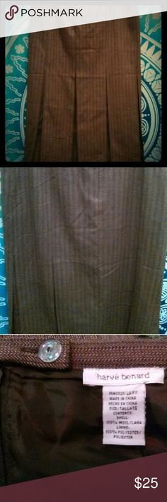 Wool Skirt Tweed-like look 1940's bottom flare. Back zipper and double button 33 inches long. Tailored/tapered (?) around waist/tummy. Great with a pair of ?? and a purple sweater, for color. Harve Benard Skirts A-Line or Full