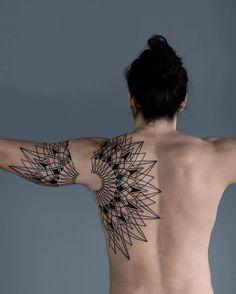 Les tatouages géométriques de Roxx 2Tout2Rien