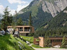 Preisnachlässe zu bestimmten Terminen möglich Ferienhaus (Landhaus) Gradonna Mountain Resort für 8 Personen Details zur #Unterkunft unter https://www.fewoanzeigen24.com/oesterreich/tirol/9981-kals-am-grossglockner/Chalet-mieten/42188:-1992770438:0:mr2.html #Holiday #Fewoportal #Urlaub #Reisen #KalsamGroßglockner #Ferienhaus #Chalet #Österreich #Sonderangebot #Preisnachlass #Preisrabatt