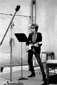 Circa NY– Bob Dylan Recording in Studio –Image by © Jerry Schatzberg/Corbis Jerry Schatzberg, Bob Dylan, Highway 61 Revisited, El Rock And Roll, Joan Baez, Einstein, Folk Festival, Idole, Beatnik