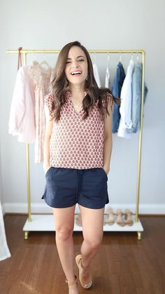 Four ways to wear a printed top! - Four spring and summer ready Ways to Wear a printed top Petite Fashion, Cute Fashion, Spring Fashion, Fashion Outfits, Fashion Shorts, Cute Outfits With Leggings, Tops For Leggings, Outfit Jeans, Casual Work Outfits