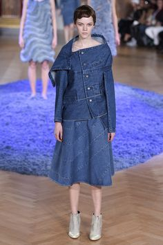 http://www.vogue.com/fashion-shows/fall-2017-ready-to-wear/anrealage/slideshow/collection
