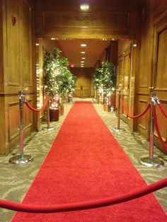 Roll out the red carpet! Old Hollywood Wedding, Humphrey Bogart, Red Carpet, Black And White, Holiday Decor, Black N White, Black White