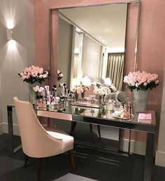 30 Modern Makeup Table Ideas to Complete Your Dream Room What's Makeup ? What's Makeup ? My New Room, My Room, Design Living Room, Glam Room, Beauty Room, Dream Rooms, House Rooms, Bedroom Decor, Modern Bedroom