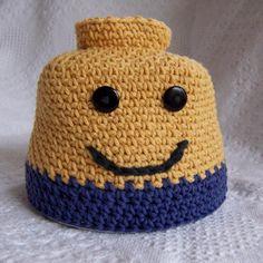 Crochet: Did you see The Lego Movie? Ravelry - Blockhead Man Hat perfect for LEGO Bricks fans crochet pattern by Darleen Hopkins. Crochet Lego, Crochet Kids Hats, Love Crochet, Crochet Baby, Knitted Hats, Knit Crochet, Lego Man Halloween Costume, Lego Hat, Crochet Character Hats