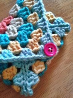 Last-Minute Granny Square Gifts: 6 Charming Projects Made from 1 or 2 Granny Squ. Last-Minute Granny Square Gifts: 6 Charming Projects Made from 1 or 2 Granny Squares Granny Square Crochet Pattern, Crochet Squares, Crochet Granny, Crochet Patterns, Crochet Blocks, Afghan Patterns, Blanket Crochet, Knitting Patterns, Crochet Ideas