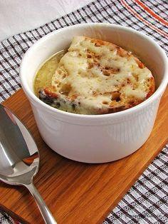 Впервые мне довелось попробовать луковый суп в Париже - лучшего места для такого знакомства не придумаешь. Погода в тот день во французской столице выдалась не…