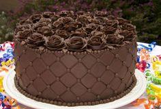 Raskošna nugat torta sa orasima i višnjama za specijalne prilike (RECEPT) Buttercream Cake Decorating, Cake Decorating Designs, Cake Decorating Techniques, Cake Decorating Tutorials, Torte Recepti, Kolaci I Torte, Beautiful Cakes, Amazing Cakes, Cake Piping