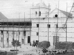 Antigamente, no mesmo local onde hoje é o palácio Anchieta havia uma igreja