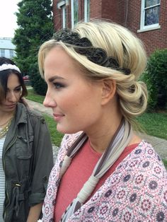 This headband hairstyle is beyond easy & one of our favorites for when you're on-the-go.