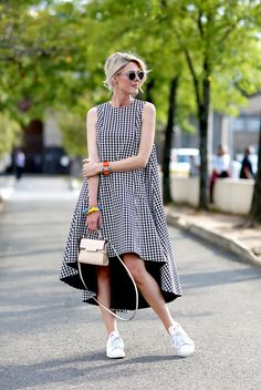 Round sunglasses, checkered dress and Adidas Stan Smith.