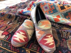 Bohemian style shoe thoughts are only cute in look and will influence you to seem sure. The boho outfits and style are grounded in the thought that you have the… Bohemian Sandals, Boho Shoes, Hippie Boho, Bohemian Style, Boho Chic, Retro Fashion, Boho Fashion, Style Fashion, Ladies Of London