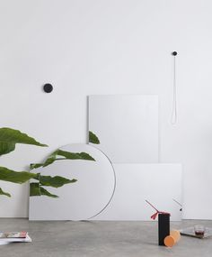Balance mirrors is a family of wall mirrors characterized by their own equilibrum