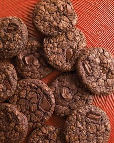 Actor Jeremy Irons joins Martha Stewart and helps make dark chocolate espresso cookies for the holidays.Get the Dark-Chocolate Cookies with Espresso Recipe