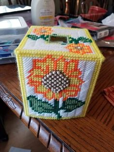 Plastic Canvas Tissue Boxes, Plastic Canvas Crafts, Plastic Canvas Patterns, Kleenex Box, Tissue Box Covers, Flower Patterns, Needlepoint, Living Room Decor, Diy And Crafts