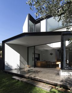 Gallery of Unfurled House / Christopher Polly Architect - 18