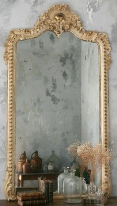 Antique mirror and brushed grey walls, perfect inspiration for the AV office Old Mirrors, Vintage Mirrors, Large Mirrors, Beautiful Mirrors, Beautiful Homes, Beautiful Smile, Miroir Napoleon Iii, Tables Tableaux, Mirror Image