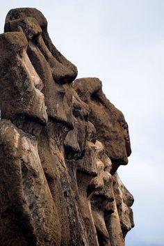 Ahu Tongariki - l'île de Pâques Tiki Pole, Tiki Tiki, Easter Island Moai, South Pacific, Chili, South America, Egypt, Places To Visit, Lion Sculpture