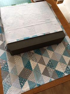 J'avais envie de recouvrir un gros coussin de sol carré en mousse acheté il y a des années mais je n'avais pas pris le temps de me pencher...
