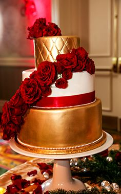 With the way the red floral accents pop against the gold, this Walt Disney World wedding cake is elegantly simple yet dashingly handsome! Wedding Cake Red, Wedding Cake Photos, Elegant Wedding Cakes, Wedding Cakes With Flowers, Gold Wedding, Space Wedding, Dream Wedding, Wedding Dreams, Weddig Cakes