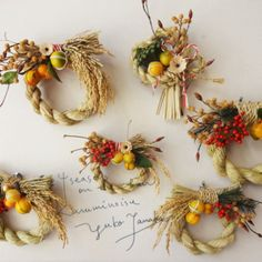 Pumpkin Floral Arrangements, Flower Arrangements, Japanese Ornaments, Corn Husk Wreath, Japanese New Year, New Years Decorations, Ikebana, Christmas And New Year, Dried Flowers