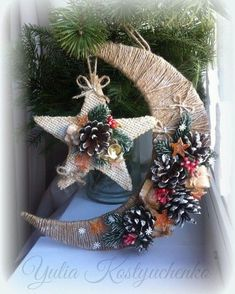 22 Charming Outdoor Christmas Tree Decorations You Must Try this Year - The Trending House Mini Christmas Tree, Christmas Mantels, Vintage Christmas, Christmas Holidays, Christmas Crafts, Christmas Ornaments, Christmas Ideas, Eid Crafts, Ramadan Crafts