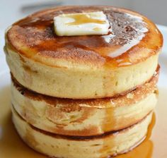 Hotcakes Are the Fluffiest Pancakes on Earth (and You Can Make Them) This is not a drill: You can make these thick, light-as-air pancakes (also called hottokēki) at home.This is not a drill: You can make these thick, light-as-air pancakes (al Pancakes Easy, Breakfast Pancakes, Breakfast Dishes, Breakfast Recipes, Hashbrown Breakfast, Breakfast Casserole, Sweet Breakfast, Breakfast Ideas, Japonesas Hot
