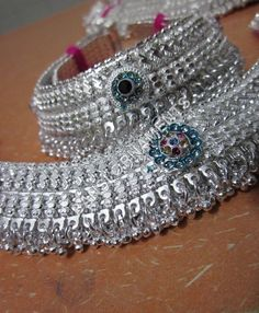 Our entertaining veranda associated with this season's sexiest rearfoot wristband tatto patterns for mothers. Payal Designs Silver, Silver Anklets Designs, Silver Payal, Anklet Designs, Mehndi Designs, Anklet Jewelry, Hand Jewelry, Silver Jewelry, Toe Rings