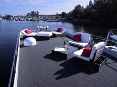 Stylish - die Sonnenlounge auf dem Bootsdach der Luisa, unserer HausYacht. Der perfekte Ort für einen relaxten Urlaub auf einer Yacht auf der Müritz