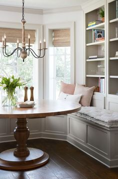 gorgeous breakfast nook from Fixer Upper with white oak round wood table and built in seating Dining Nook, Dining Room Design, Dining Tables, Eat In Kitchen Table, Dining Set, Casa Rock, Küchen Design, Interior Design, Design Ideas