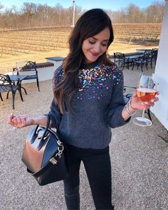 """5,100 mentions J'aime, 166 commentaires - Lauren Cobb Steele (@lc_steele) sur Instagram: """"sparkles on my shirt and in my glass  I feel like """"krystaaal"""" (said in a whisper voice) would…"""""""