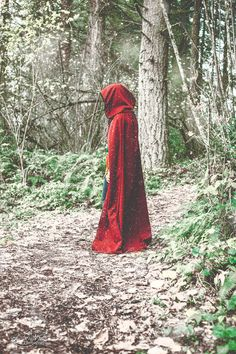 "Never did he expect to find Ellina in a red cape in the middle o the woods! ""Hey Ellina, is this the century, or don't you have a coat?"" She turned around. ""You know where my sister is? I've been searching for the right world to find her in for a decade! Dark Beauty, Dibujos Tumblr A Color, Serpentina, Fantasy Photography, Fairy Tale Photography, The Adventure Zone, Throne Of Glass, Red Hood, Red Riding Hood"