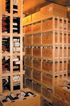 une cave vins avec des casiers bouteilles en bois cave pinterest wine cellars. Black Bedroom Furniture Sets. Home Design Ideas