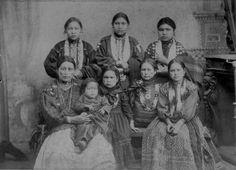 Sac & Fox (Meskwaki) women and children from Tama, Iowa - circa 1900