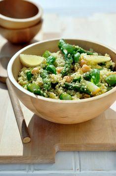 Lauwe couscoussalade met gebakken asperges, citroen en basilicum https://njam.tv/recepten/lauwe-couscoussalade-met-gebakken-asperges-citroen-en-basilicum