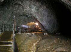 dambovicioara romaniia | Dambovicioara, pestera situata in Muntii Piatra Craiului, Arges, in ...