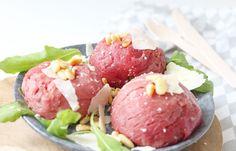 carpaccio bonbons met truffelmayonaise Good Food, Yummy Food, Fodmap, Starters, Tuna, Cobb Salad, Fish, Dinner, Healthy