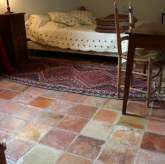 Terracotta tiles for mudroom - terracotta floor - like the different shades. Stone Flooring, Kitchen Flooring, Tile Bedroom, Bathroom, Painted Cement Floors, Terracotta Floor, Victorian Bedroom, Home Fix, Tile Design