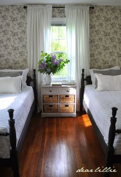 Dear Lillie: Lillie and Lola's Old Fashioned New England Bedroom. Yes, this room does put one in mind of a room from Anne of Green Gables. New England Bedroom, New England Decor, New England Cottage, New England Farmhouse, Home Bedroom, Bedroom Decor, Bedroom Girls, Sibling Bedroom, Shabby Bedroom