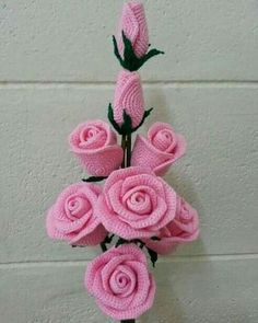 Gorgeous crochet roses: diagram - The Crocheting Place Gorgeous crochet roses - would love to make any of these but no patterns written in English - diagrams provided but unable to read Rosas a crochet rose, crochet, can be a nice d This post was dis Roses Au Crochet, Crochet Puff Flower, Crochet Flower Patterns, Love Crochet, Crochet Gifts, Crochet Motif, Beautiful Crochet, Crochet Flowers, Crochet Stitches