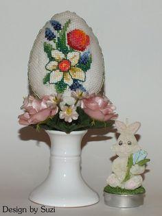 Design by Suzi: Polystyrénové vajíčka Crossstitch, Easter Eggs, Snow Globes, Captain Hat, Crochet Hats, Jar, Spring, Design, Scrappy Quilts