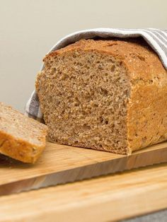 Grovt speltbrød Piece Of Bread, G 1, Banana Bread, Scones, Food And Drink, Favorite Recipes, Baking, Desserts, Tailgate Desserts