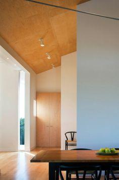 Richtig verstanden – Sie können Blau im Esszimmer benutzen! - blau im esszimmer minimalistisches design hellblaue wand