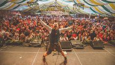 Ross Antony heizte Schlagerfans bei der Wiener WIESN ein. Fair Grounds, Travel, Shopping, Drinking, Music, Viajes, Trips, Tourism, Traveling
