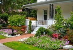 Garden design front of house beautiful small front yard garden Design Patio, Front Yard Design, Bed Design, Wall Design, Small Front Yard Landscaping, Backyard Landscaping, Landscaping Ideas, Backyard Ideas, Inexpensive Landscaping