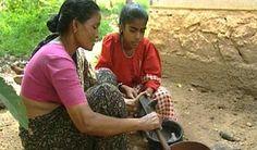 """VIDEO - Rénymol en Inde - Dans ce programme de la série """"Bon appétit les enfants"""", la petite Renymol présente la cuisine typique du sud de l'Inde, à l'occasion de la préparation du repas d'anniversaire de son père. Les coutumes liées à la nourriture sont évoquées, comme le régime végétarien de la famille de l'enfant ou le repas consommé sans couverts et avec la main droite. Le poisson, les fruits et le riz constituent la base des plats traditionnels locaux."""