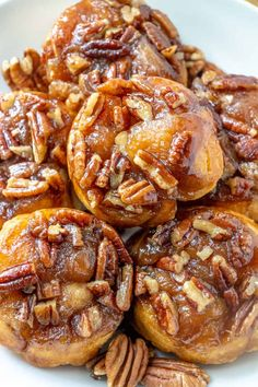 Easy Pecan Sticky Buns - Tornadough Alli - - With only 5 ingredients and 20 minutes these Easy Pecan Sticky Buns are the perfect breakfast or dessert recipe that is gooey, sweet and crunchy all in one. Best Sticky Bun Recipe, Pecan Sticky Buns, Pecan Rolls, Brunch Recipes, Breakfast Recipes, Dessert Recipes, Breakfast Healthy, Sweet Desserts, Breakfast Dessert