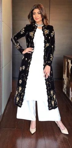 True to her feminine appeal, Shilpa Shetty looks perfect as ever in this exclusive Mughal- inspired Pishtaq Kurta set by AMPM. The plain ivory kurta and palazz Pakistani Dresses, Indian Dresses, Indian Outfits, Pakistani Suits, Bollywood Fashion, Hijab Fashion, Fashion Dresses, Kurti Designs Party Wear, Kurta Designs