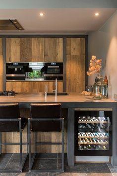 New # Oak # Kitchen # Delivered # – - Moderne Inneneinrichtung Barn Kitchen, Open Plan Kitchen, New Kitchen, Kitchen Decor, Modern Kitchen Design, Interior Design Living Room, Kitchen Views, Black Kitchens, Bars For Home