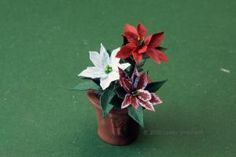 How to Make More than 40 Paper Plants and Flowers: Make Miniature Poinsettias